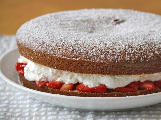 Food: Victoria Sandwich, ricetta di una torta fresca e golosa