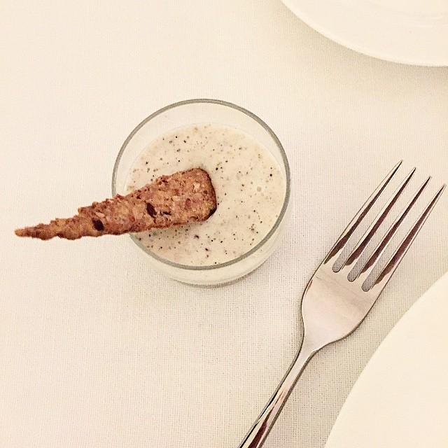 La cena è iniziata: ecco uno degli antipasti proposti al Ristorante Scuderie del Castello di #Govone: Crema di tartufo e crumble croccante. @deaterraitalia #deaterraitalia